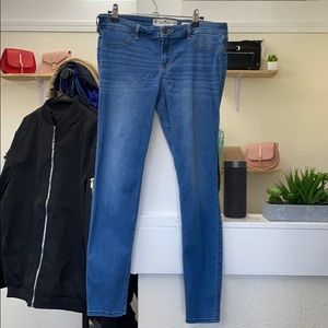 Hollister. Low rise jeans.
